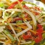 Попробуйте вкусный диетический салат из редьки и капусты!