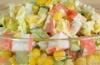Готовим салат из капусты и крабовых палочек и подсчитываем калорийность порции