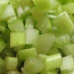 Сытный салат с сельдереем