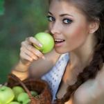 Собрался за продуктами — съешь яблоко