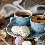 С чего начать утро: чай против кофе