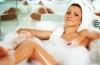 При принятии горячей ванны вы потеряете столько же калорий, как и после прогулки