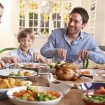 Почему люди едят больше в присутствии других людей?