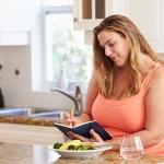 Сытный завтрак и менее сытный ужин помогают бороться с ожирением и снижают уровень сахара