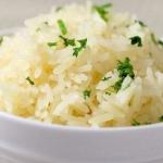 Приготовление пищи может снизить калорийность риса