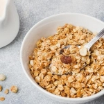 Мюсли или гранола: что лучше для здорового завтрака?