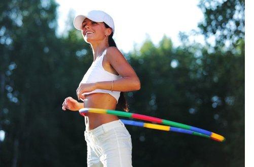 упражнения с обручем для похудения фото